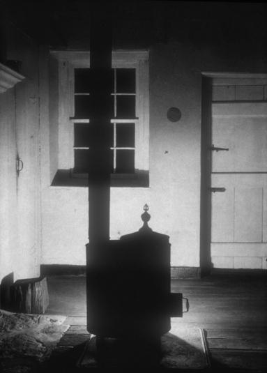 The Stove (1917, photo: gelatine silver print, 23.1 x 16.3 cm)