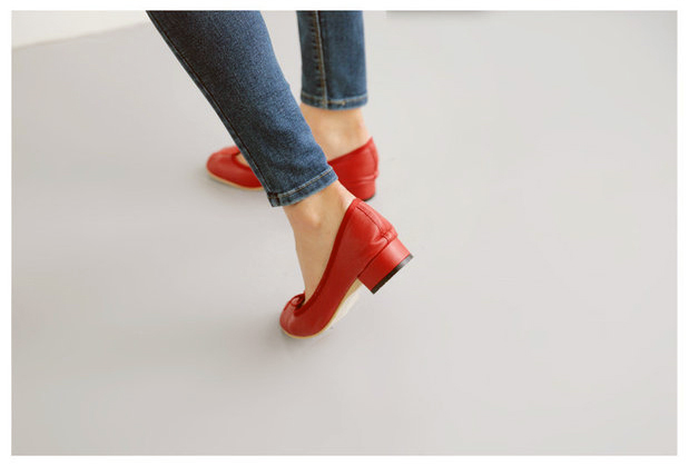 Round toe red shoes